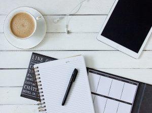 Notes, tablet i kawa