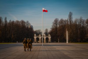 Polska flaga na placu